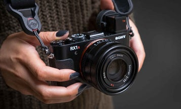 """Sony Issues Product Advisory For Some RX1R II Cameras For """"Unwanted Light"""" in Photos"""
