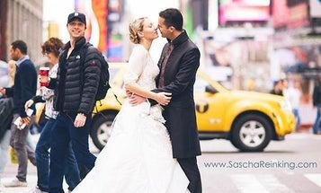 Zach Braff Photobomb Cause Wedding Photo to Go Viral