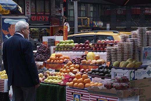 """Fujifilm-FinePix-S5-Pro-The-NYC-fruitstand-scene"""
