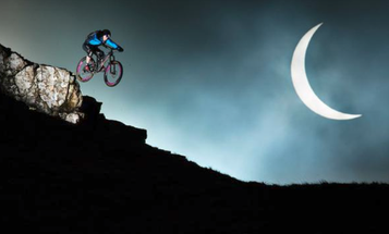 This Is How You Shoot an Insane Mountain Bike Photo In Front of a Solar Eclipse