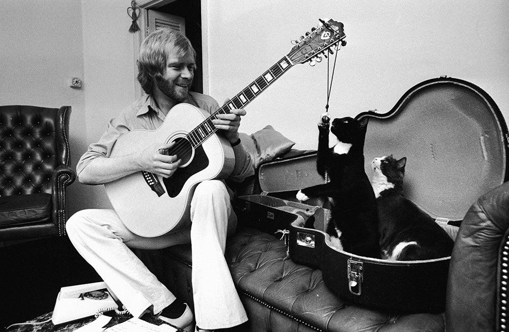 Long John Baldry playing guitar with cats