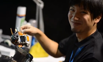 Video: Nikon Tech Tears Down and Rebuilds a D4 DSLR in 20 Minutes