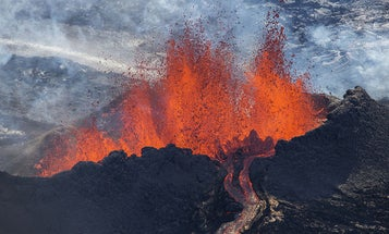 Incredible Photos of Iceland's Erupting Volcano