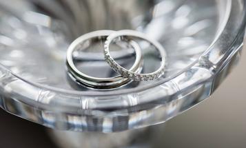 Survey Finds Average US Wedding Price Rose Last Year, More Couples Hiring Pro Photographers
