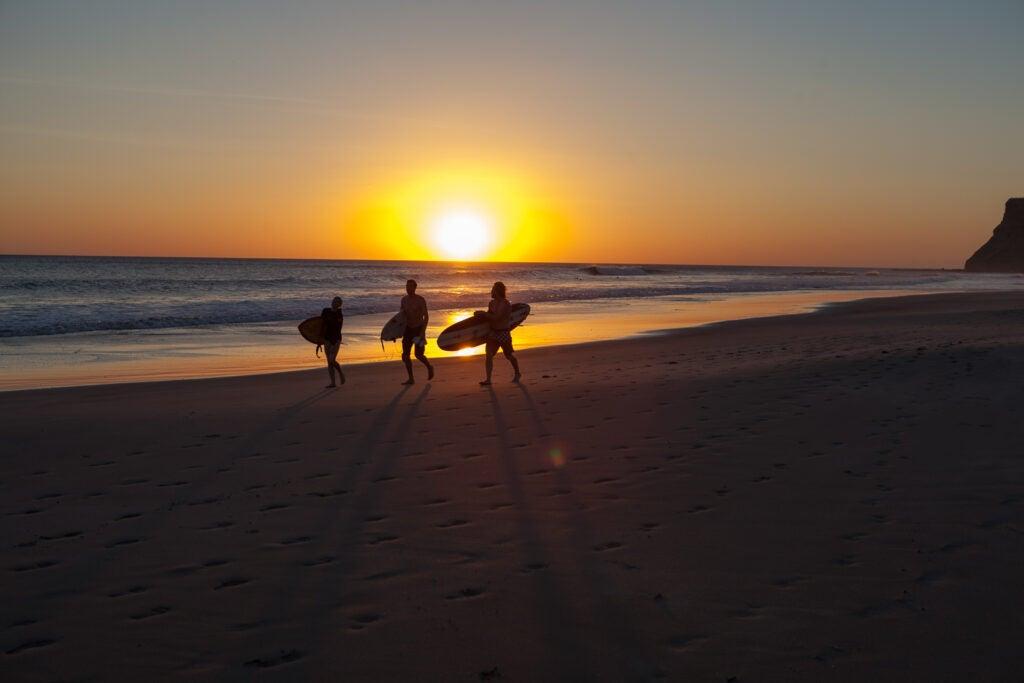 """Surfers"