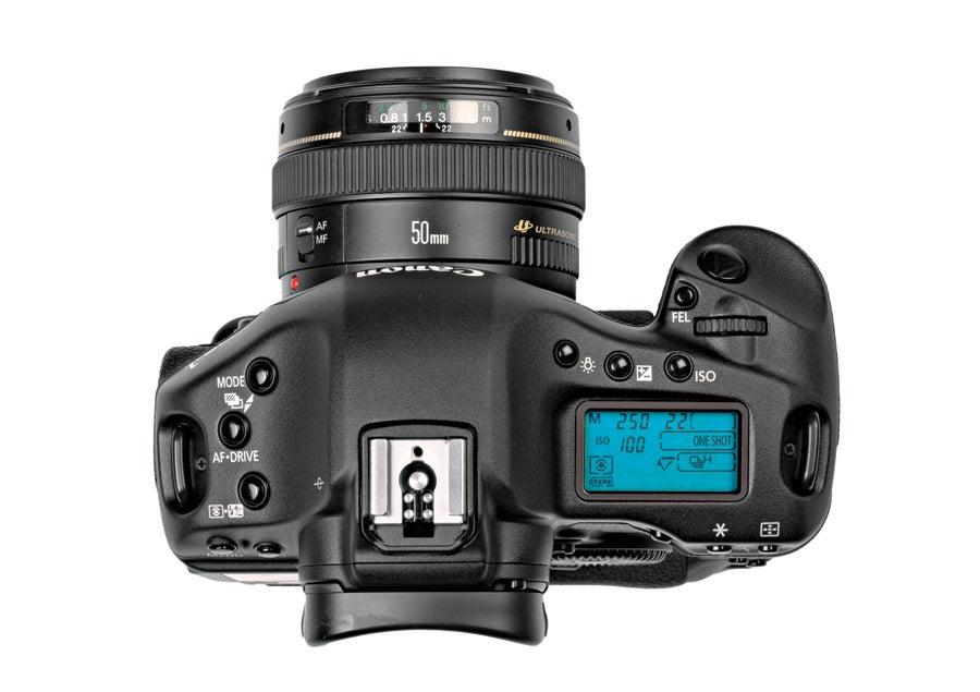 Canon EOS-1D Mark IV top view.jpg