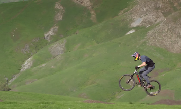 This Amazing Mountain Bike Scene Was Done In One Shot With a Fascinating Camera Rig