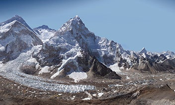 Gigapixel Image Shows The Immensity of Everest