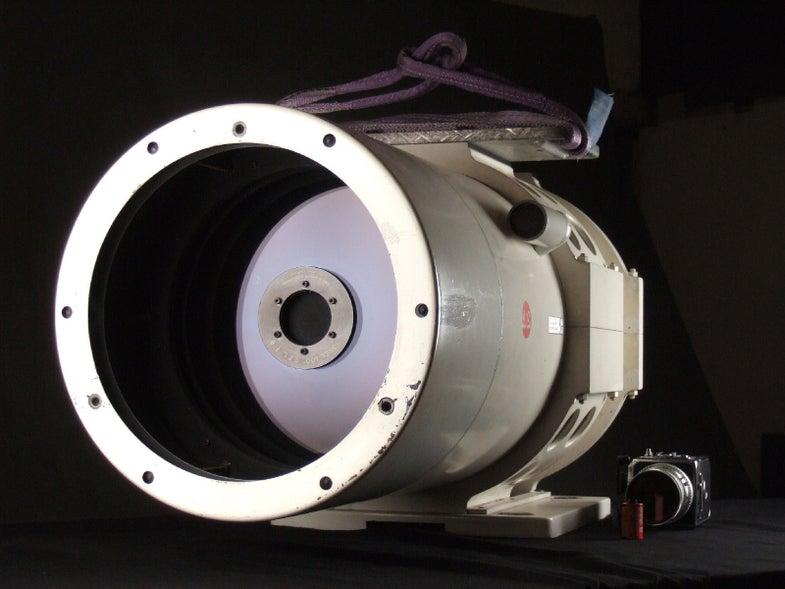 eBay Watch: Buy NASA's Massive Jonel 100 2,540mm F/8 Mirror Lens