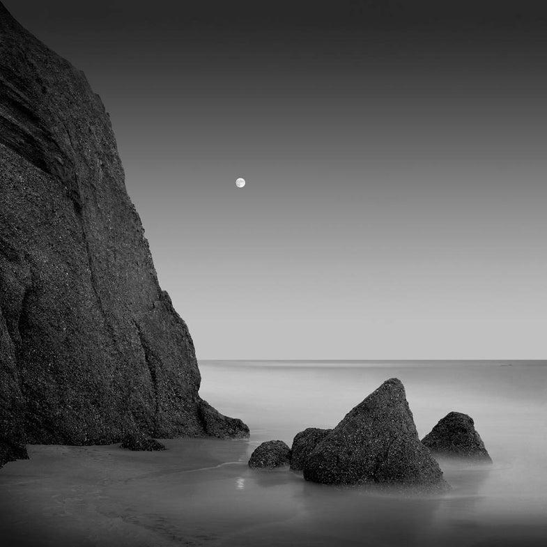 black and white rocks at sea