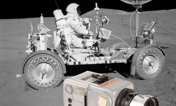 """Hasselblad """"Moon Camera"""" Fetches $900,000 at Auction"""
