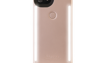 The LuMee Duo Is a Smartphone Case With Advanced Selfie Lighting
