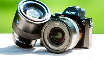 Hands-On and Sample Photos: Zeiss 85mm F/1.8 and 25mm F/2 Batis Lenses