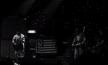 Ryan Adams Pauses Concert Because Fan's Camera Flash Triggers His Ménière's Disease