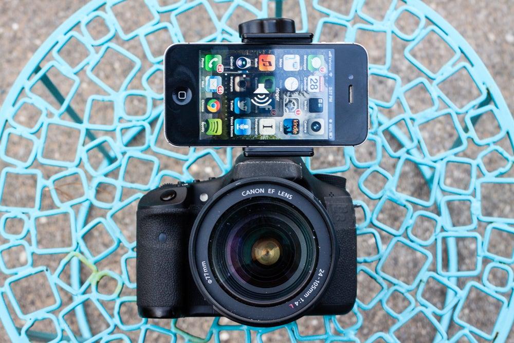 review-tether-tools-look-lock-smartphone-holder-dslrs.jpg
