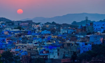 Mentor Series: Alex Sneiders Captures the Vibrant Hues of India