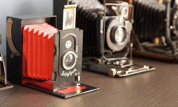 Jollylook Is an Instant Film Camera With a Vintage Look and a Body Made of Paper and Cardboard