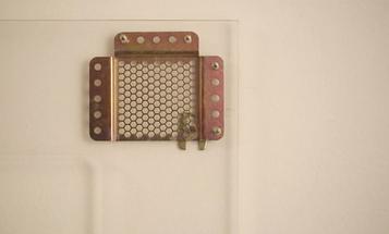 Kickstarter: Beehive Picture Hangers Designed to Combat Crooked Frames