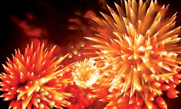 How-To: Take Unique Photos of Fireworks Using Focus Blur