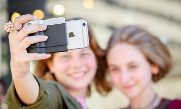 Kickstarter: Miggo Pictar Is a Grip Attachment That Makes the iPhone Feel More Like a Camera