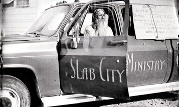 Wet plate photographer Ian Ruhter heads to Slab City with his giant camera