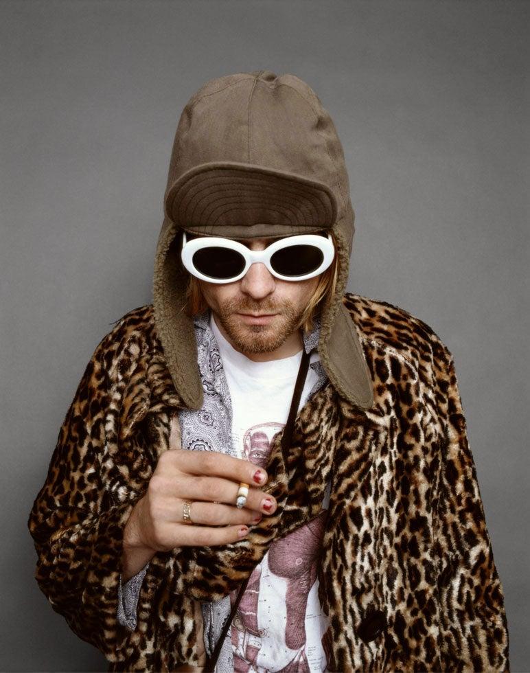 httpswww.popphoto.comsitespopphoto.comfilesfilesgallery-imagesKurt_Cobain_Looking_Down.jpg