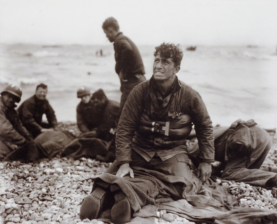 httpswww.popphoto.comsitespopphoto.comfilesfilesgallery-images14-Rosenblum-D-Day-Rescue2C-Omaha-Beach.jpg