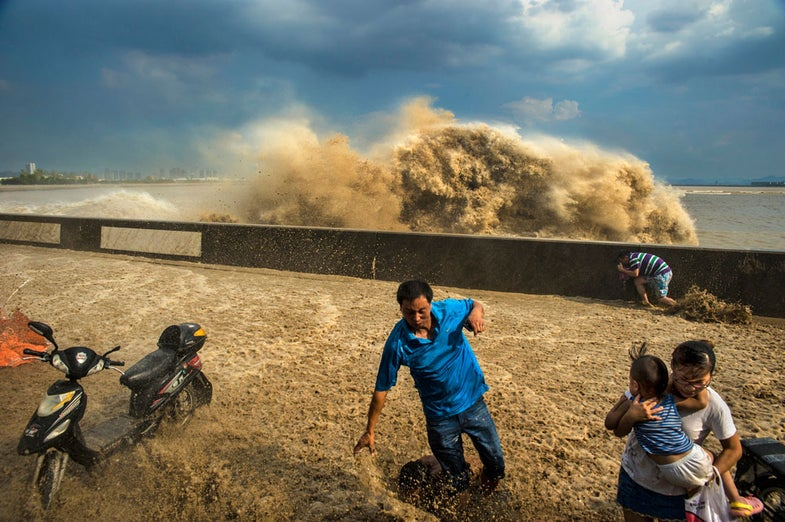Photo of the Day: Waves in the Qiantang River
