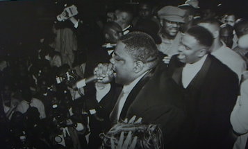 Watch This: Hip Hop Photographer Jonathan Mannion on the Night Biggie Smalls Went Platinum