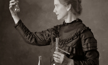 Famous Photo of Scientist Marie Curie Actually Depicts A Modern Actress
