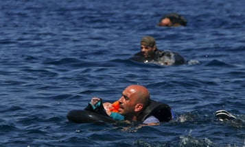 Pulitzer Prize In Breaking News Photography Goes to Coverage of Refugee Crisis