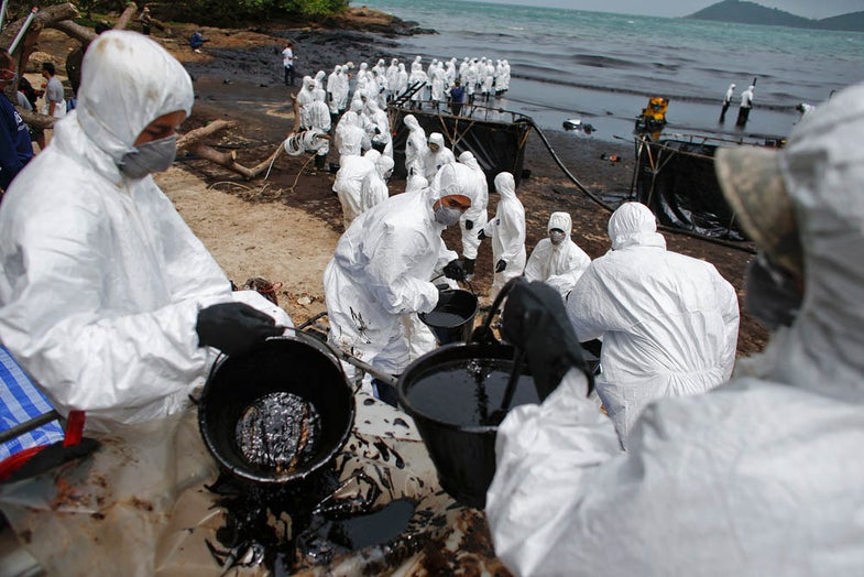 Photo of the Day: Crude Oil Cleanup in Thailand