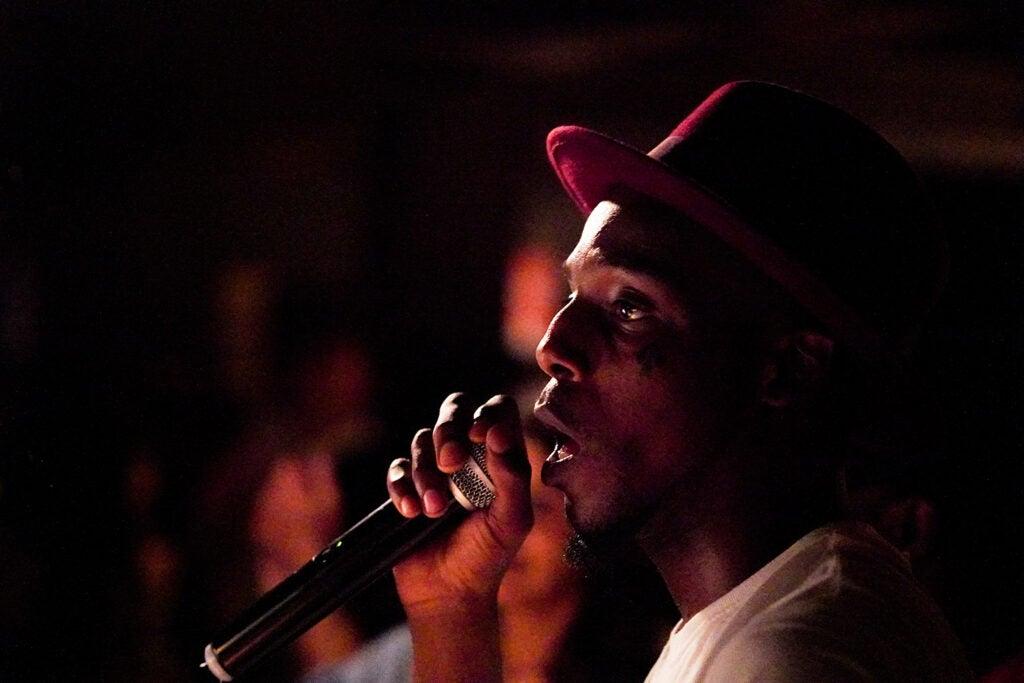 singer in rimmed hat