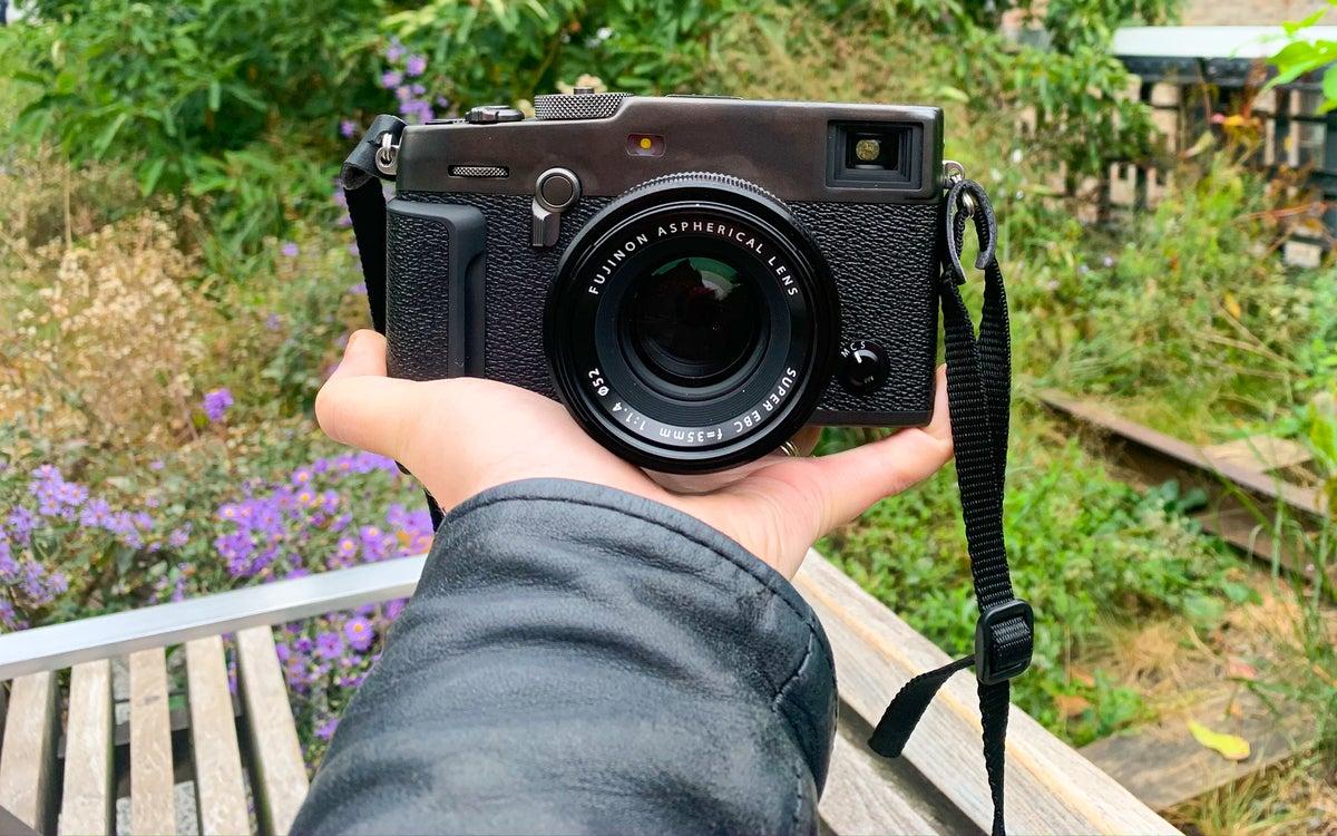Fujifilm X-Pro3 in hand