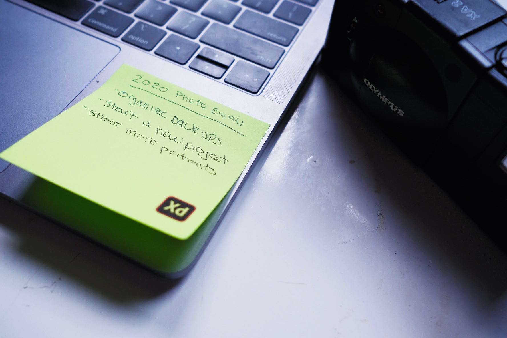 sticky note with 2020 photography resolutions written on it