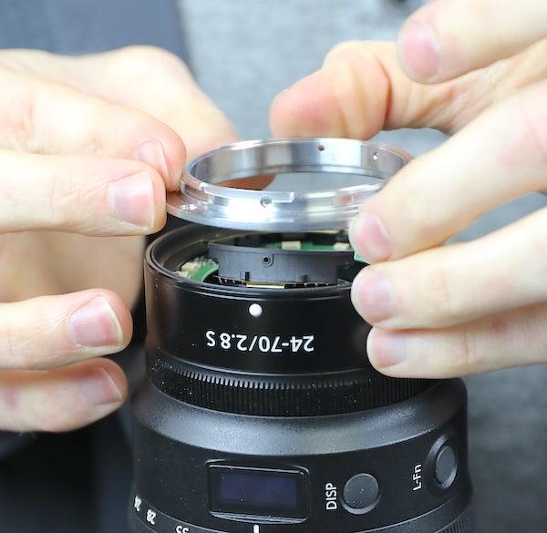 Removing the lens bayonet
