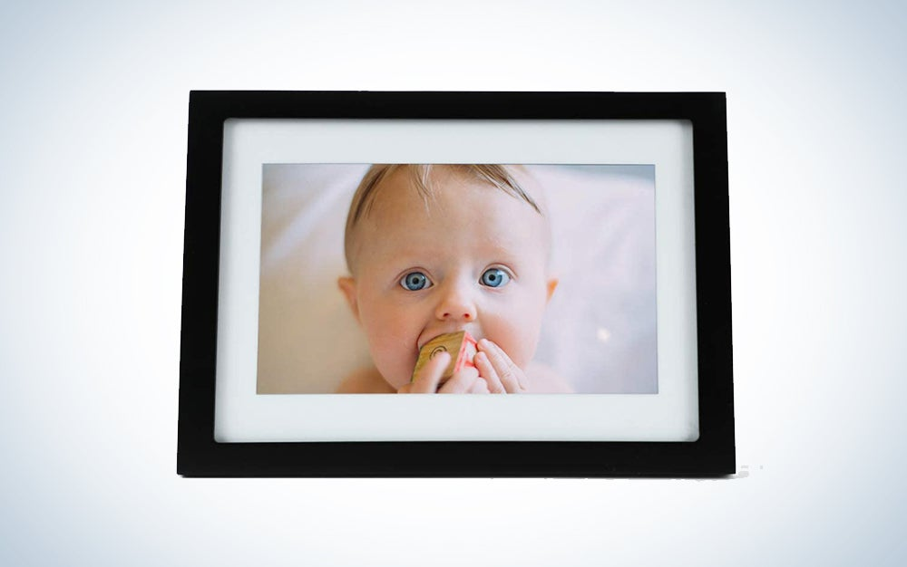 digital picture frame with a baby is a great gift for mom